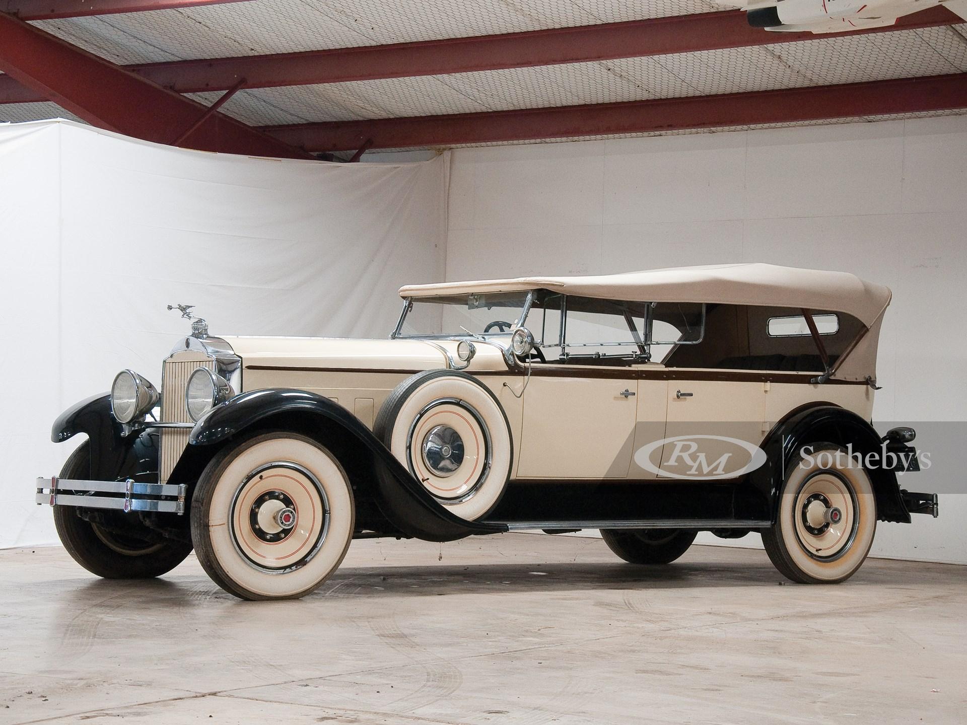 1929 Packard Deluxe Eight 7-Passenger Touring