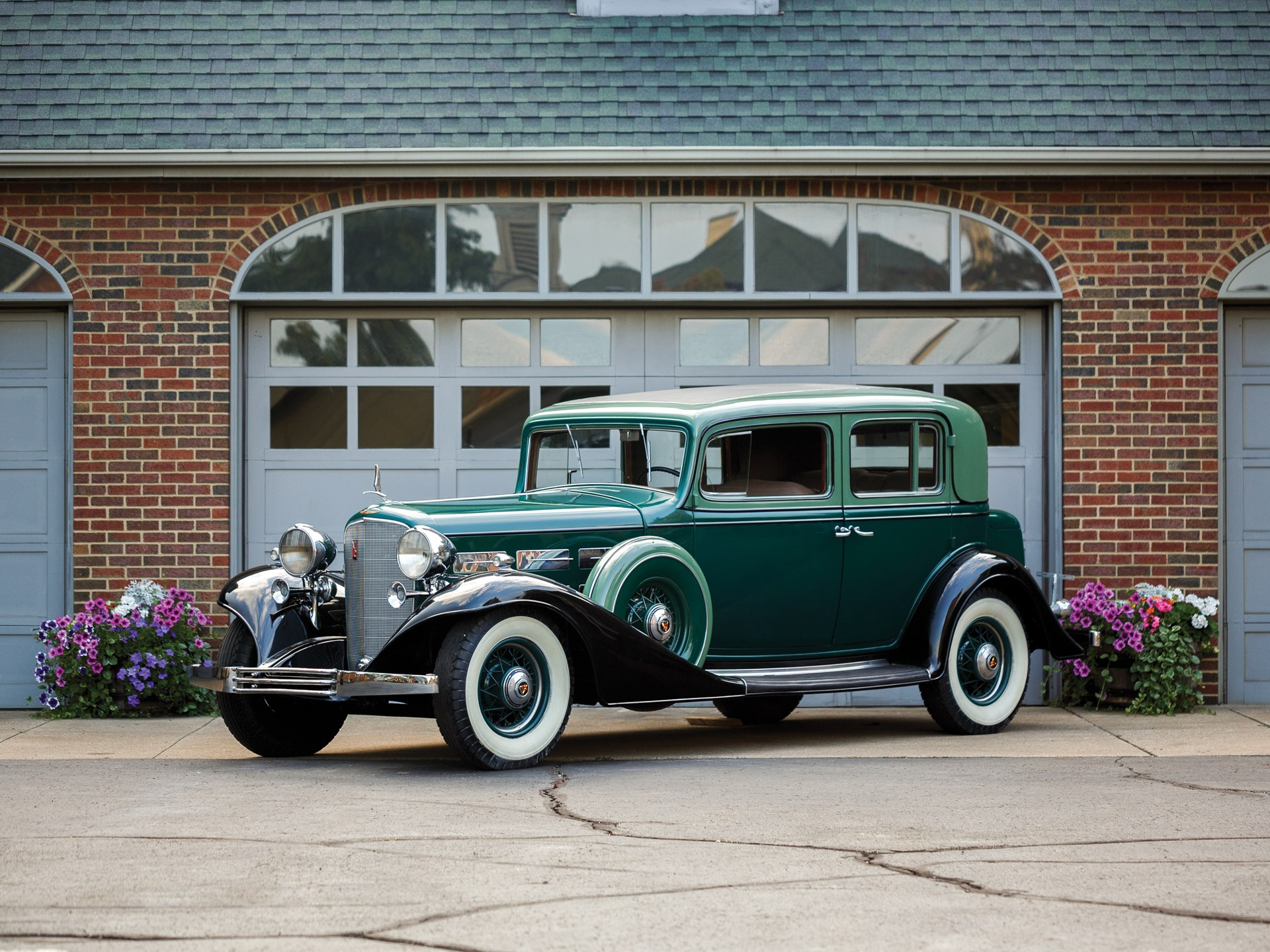 1933 Cadillac V-12 Five-Passenger Town Sedan by Fisher