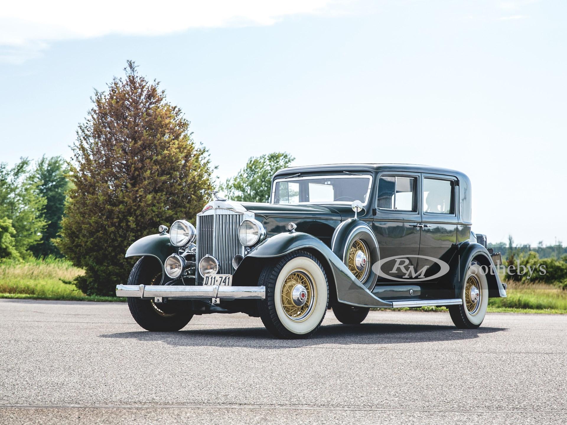 1933 Packard Super Eight Club Sedan