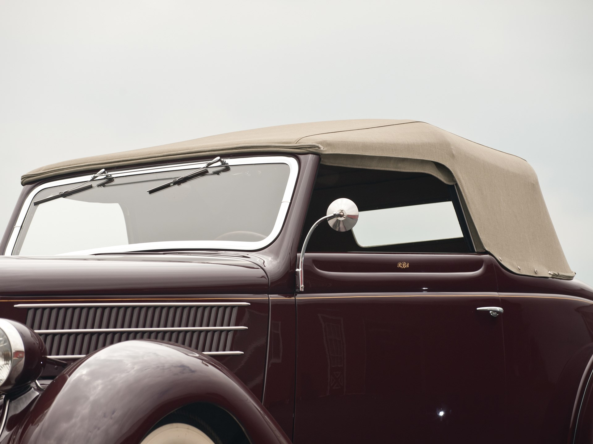 1936 Ford V-8 DeLuxe Cabriolet