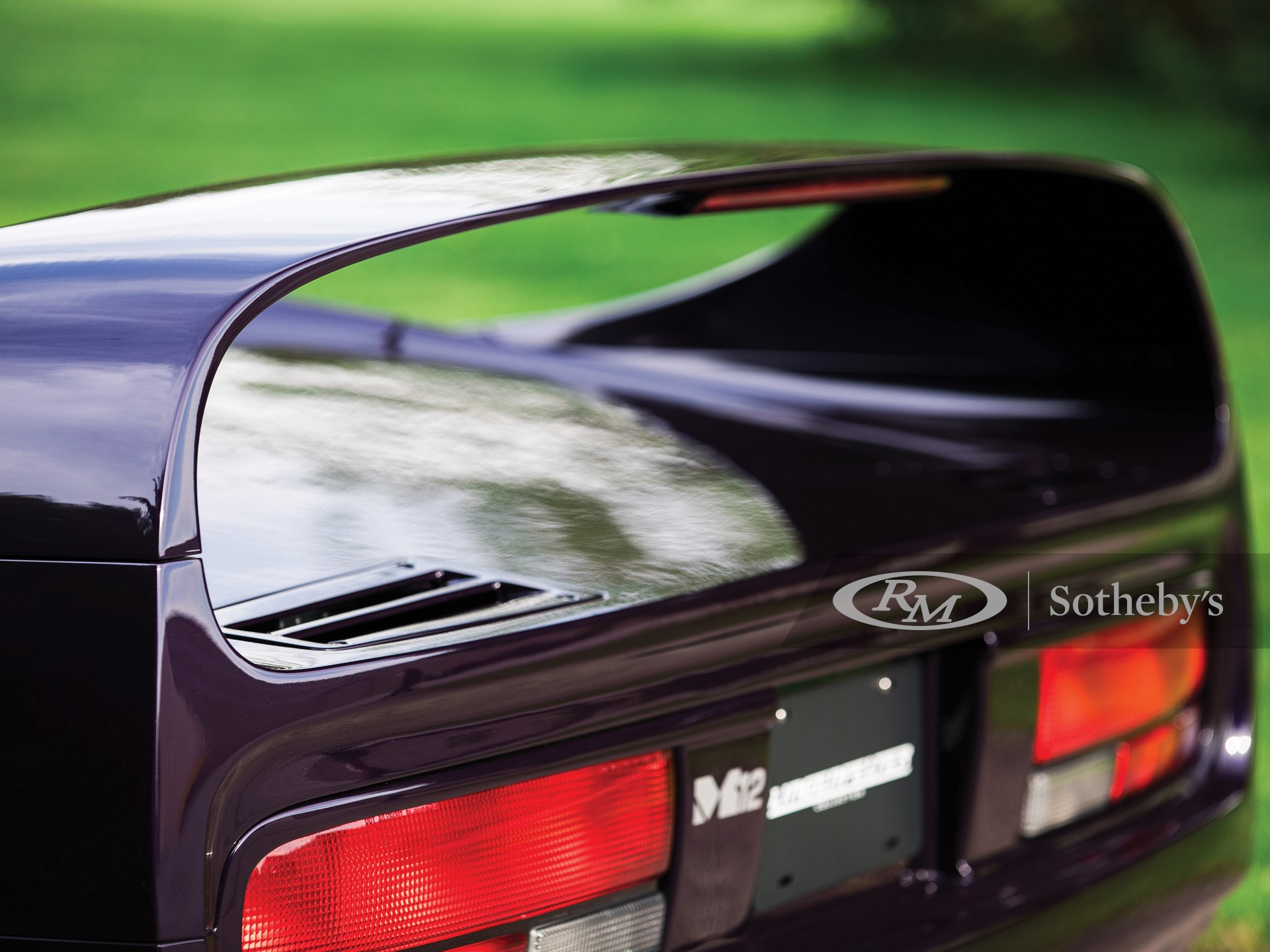 1996 Vector M12  -