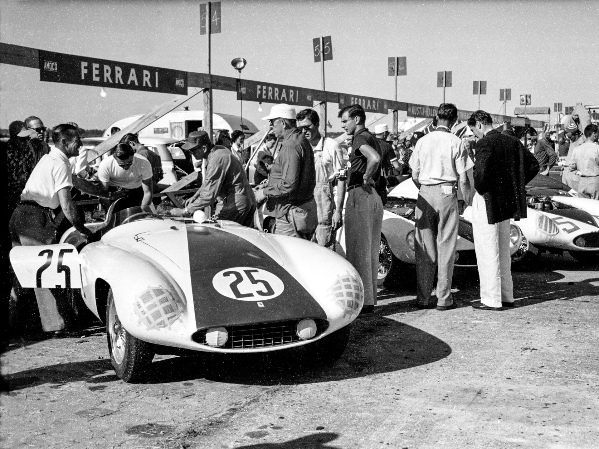 Chassis no. 0510 M awaits the start of the 1955 12 Hours of Sebring.