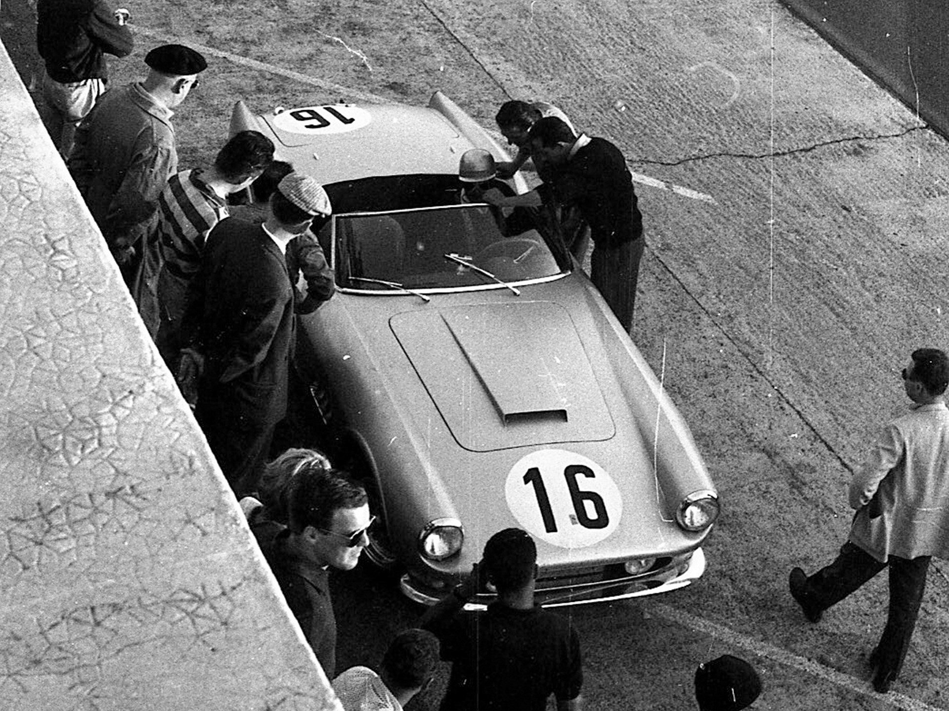 Bob Grossman's California Spider during the 1959 24 Hours of Le Mans.