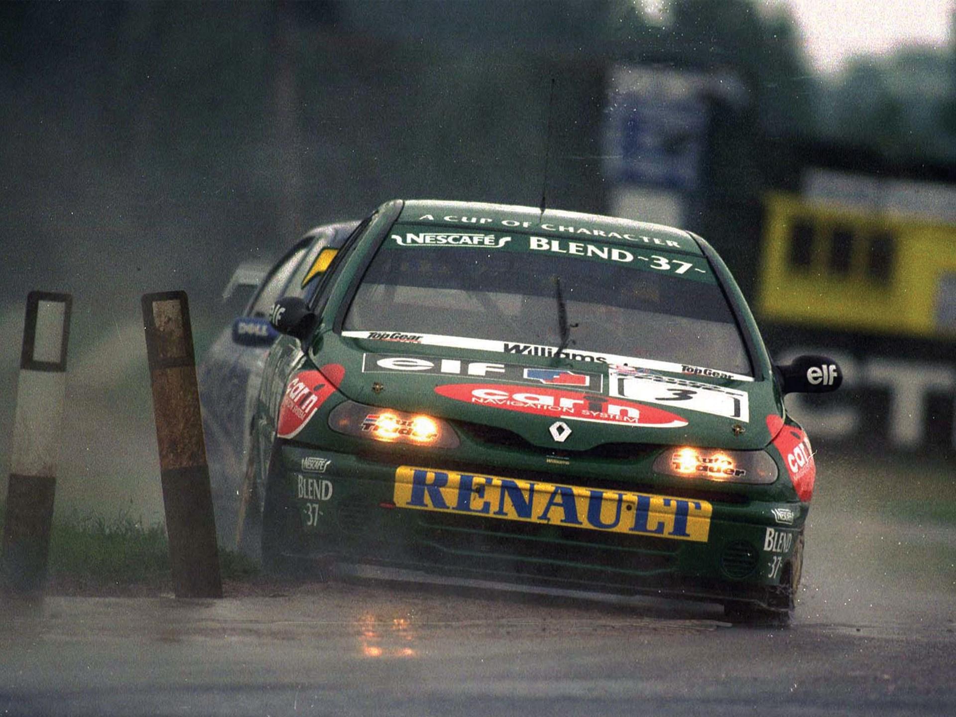 Jason Plato at speed during the 1998 British Touring Car Championship.