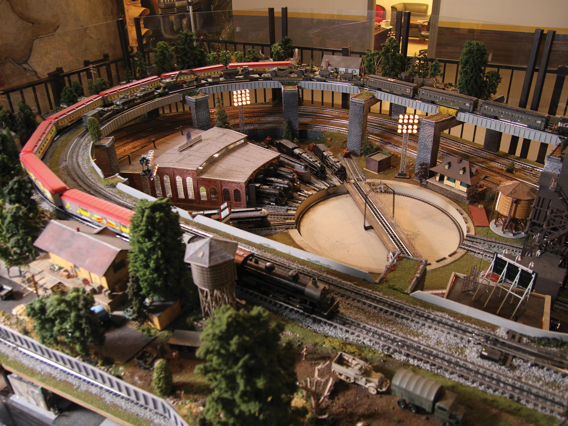 RM Sotheby's - Large-Scale Lionel Train Layout | The John Staluppi