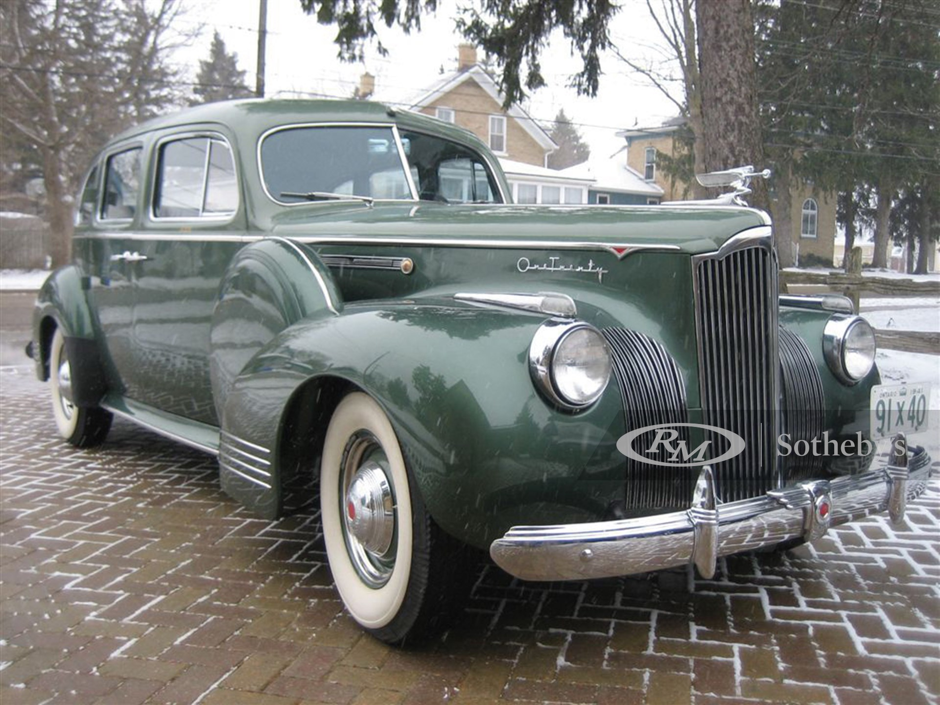 1941 Packard 120 4D