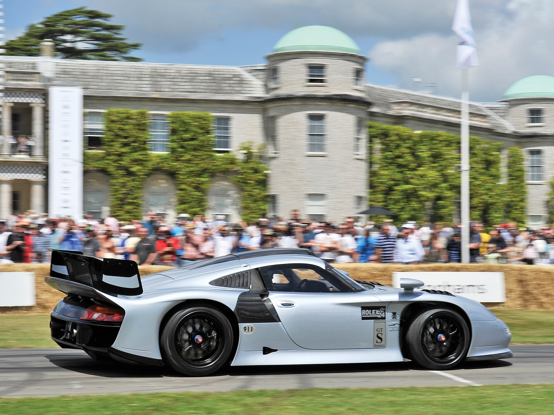 Chassis 993-117 at the Goodwood Festival of Speed 2015.