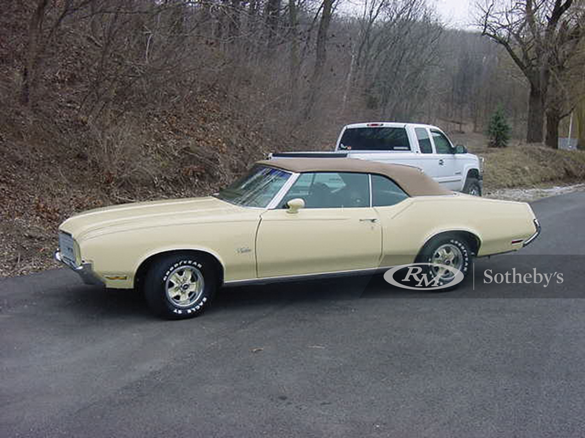 1972 Oldsmobile Cutlass Supreme Convertible  -