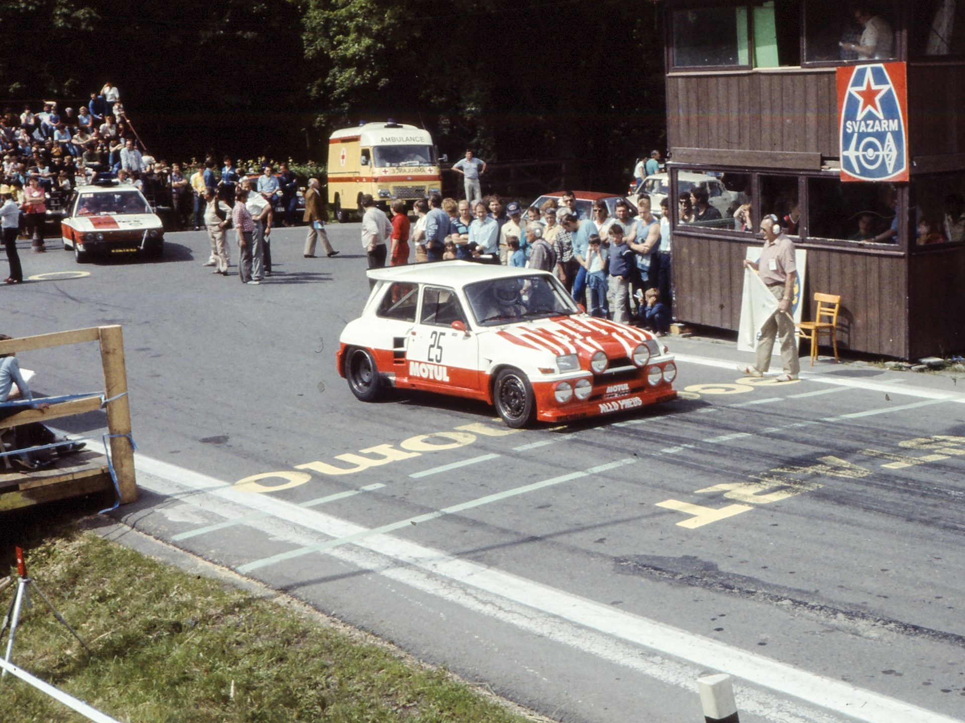 Chassis no. R5T/684 as seen at the beginning of the fourth round of the European Hill Climb Championship in 1988.