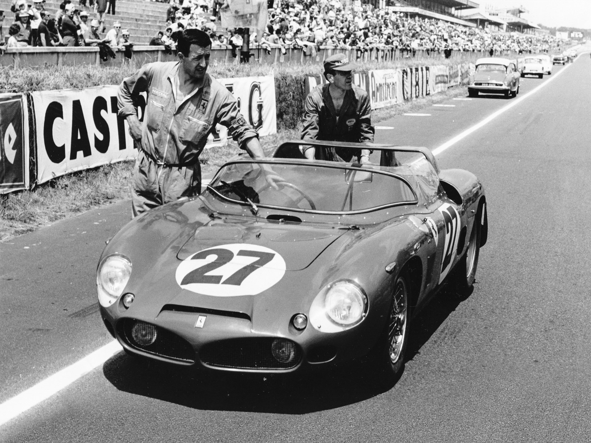 Chassis no. 0798 as seen prior to the start of the 1962 224 Hours of Le Mans.