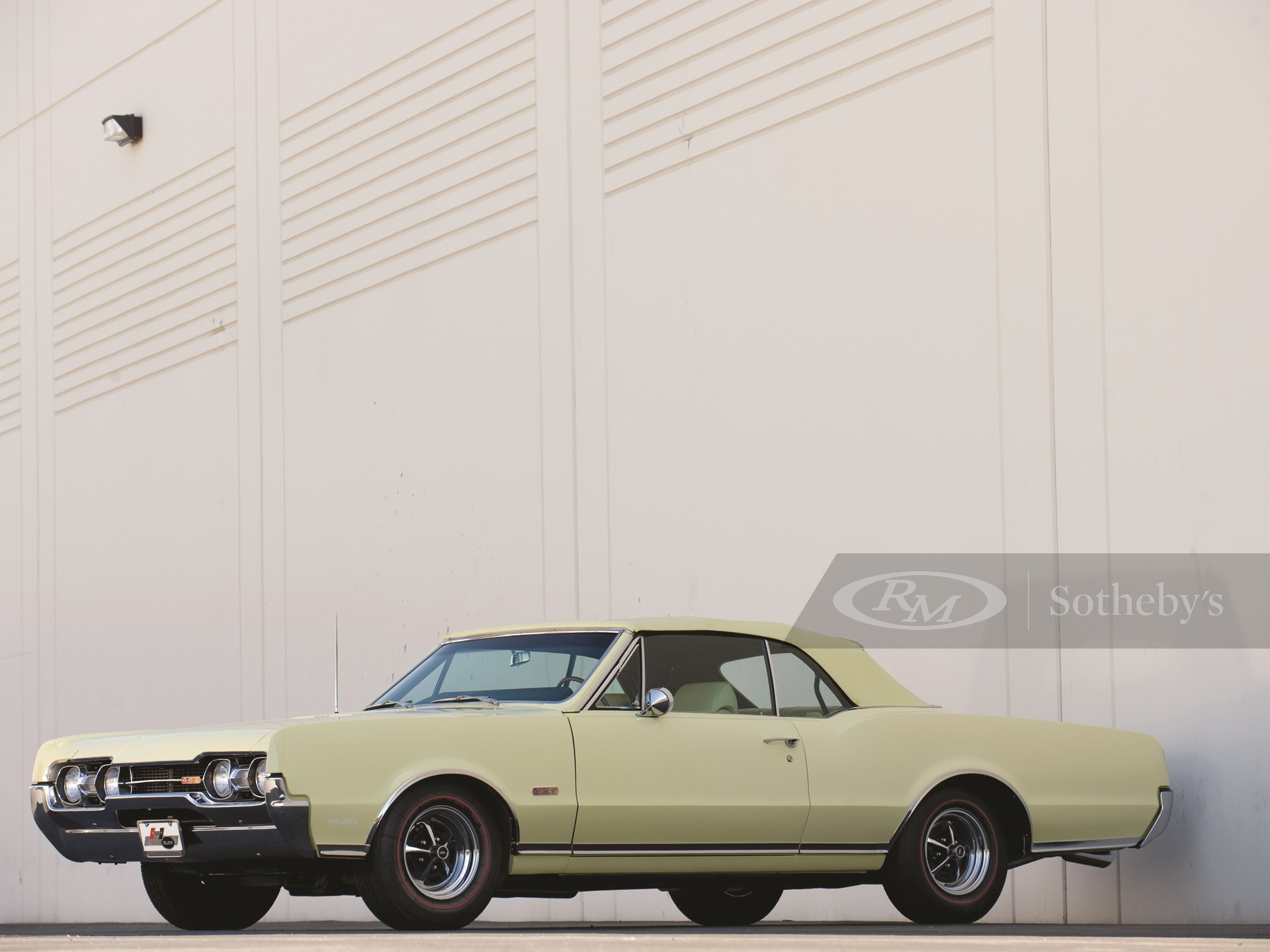 1967 Oldsmobile Cutlass Supreme 442 Convertible W30 Force-Air-Equipped