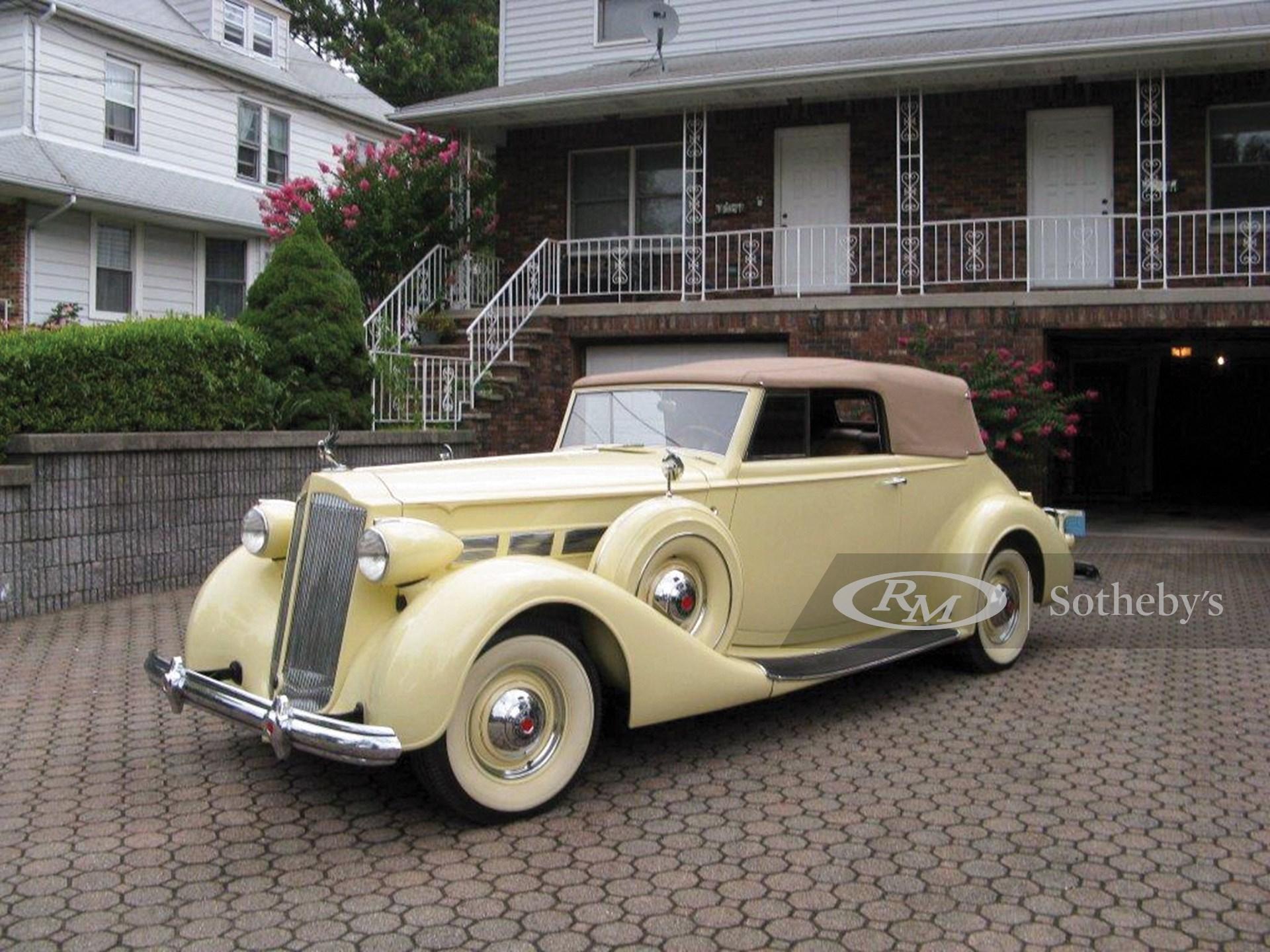 1937 Packard Super Eight Victoria