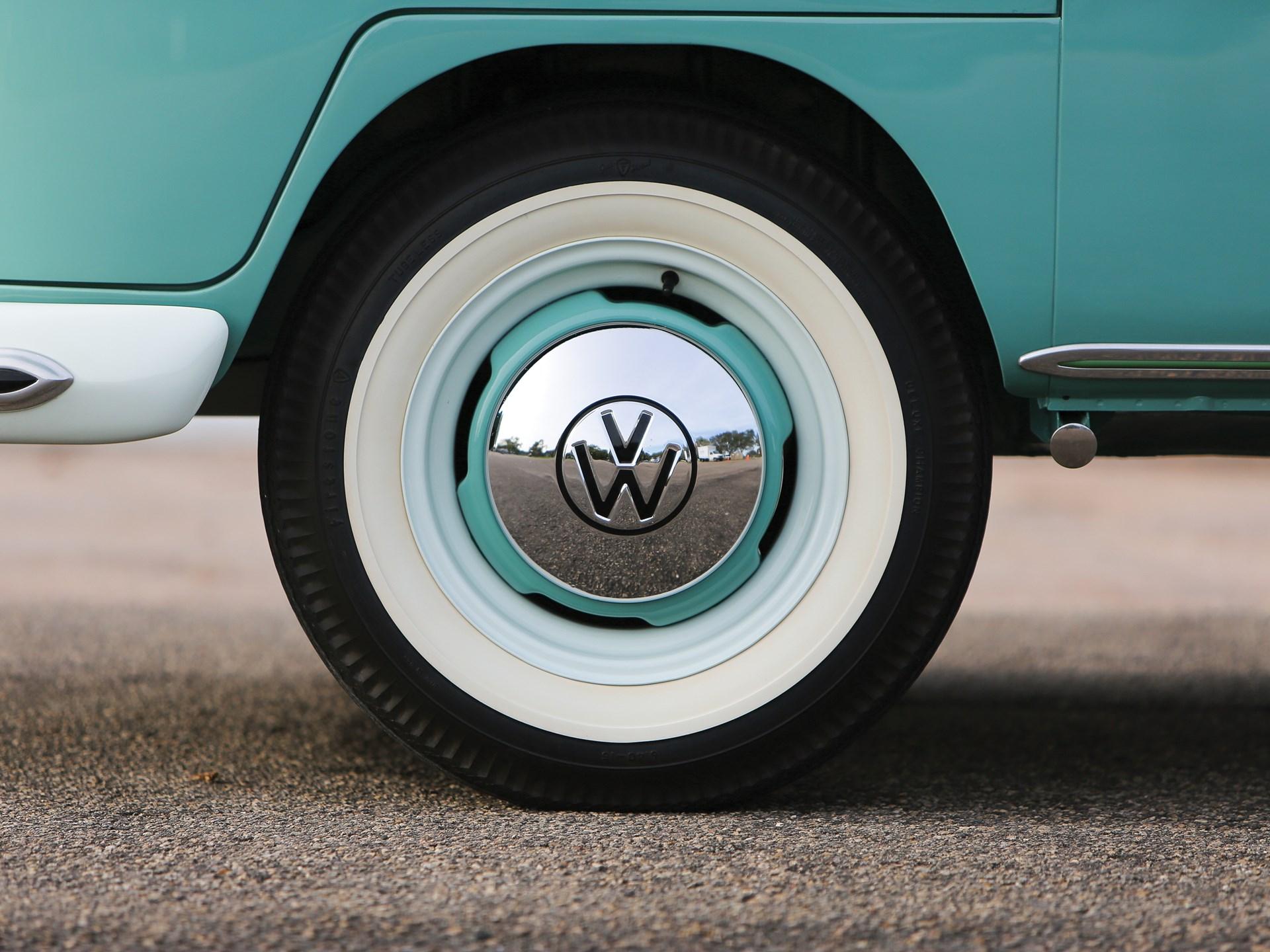 1963 Volkswagen Deluxe '23-Window' Microbus