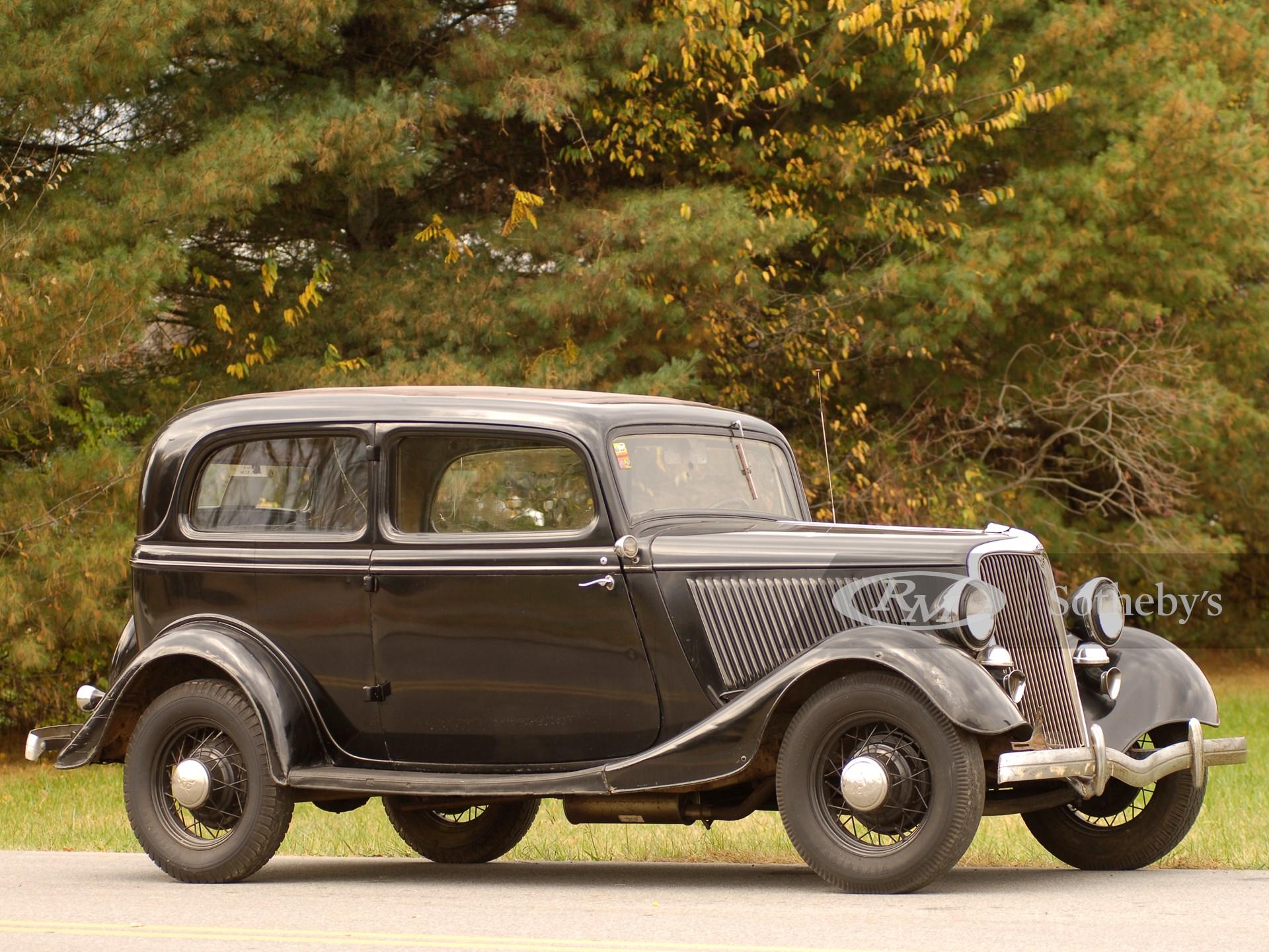 1934 Ford V8 Tudor Sedan  -
