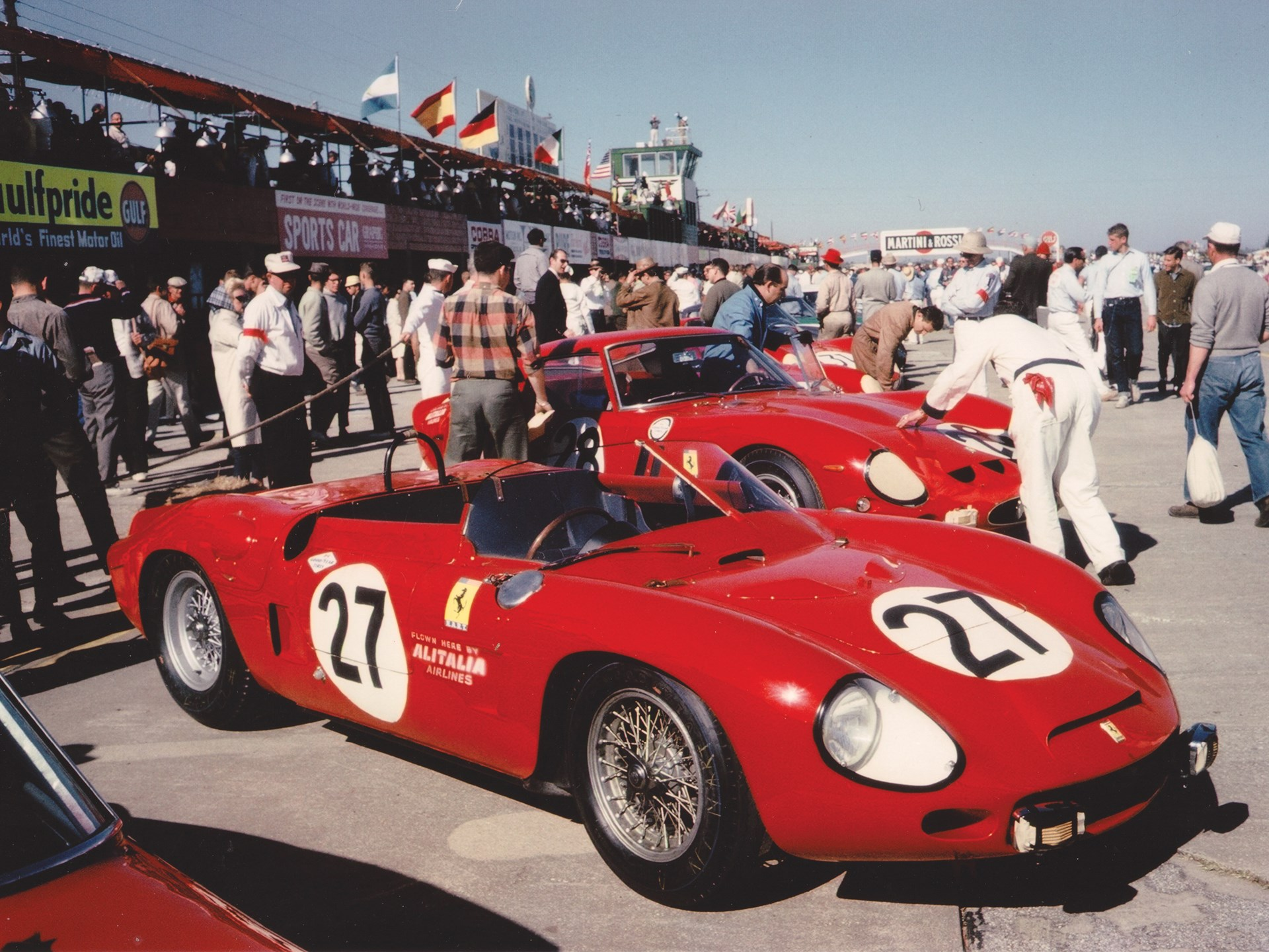 Chassis no. 0798 awaiting the start of the 1963 12 Hours of Sebring.