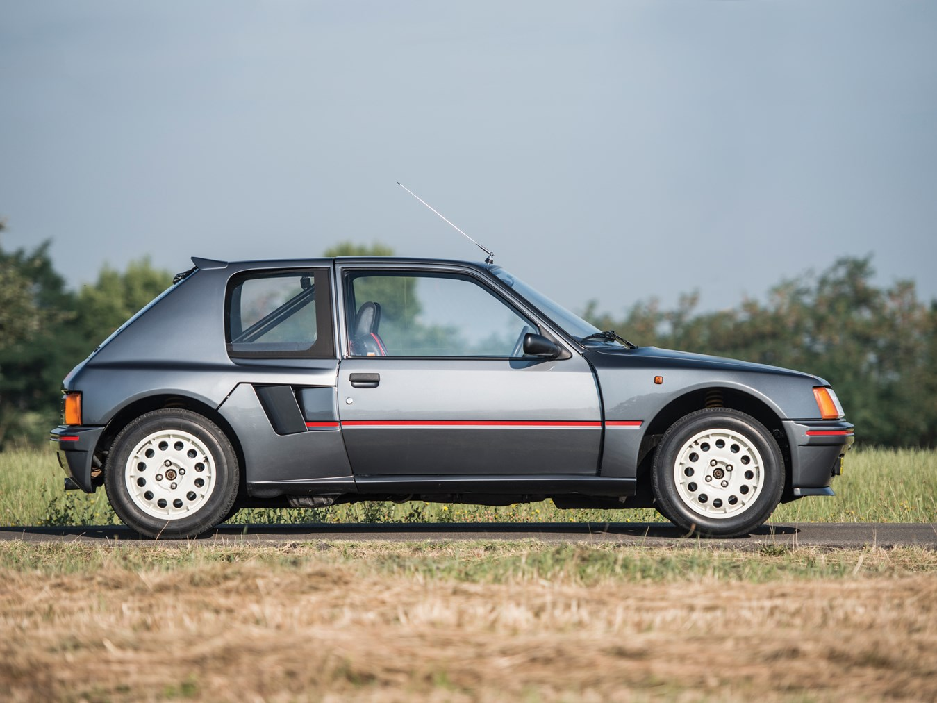 File:Peugeot 205 t16 (rotated).jpg - Wikimedia Commons