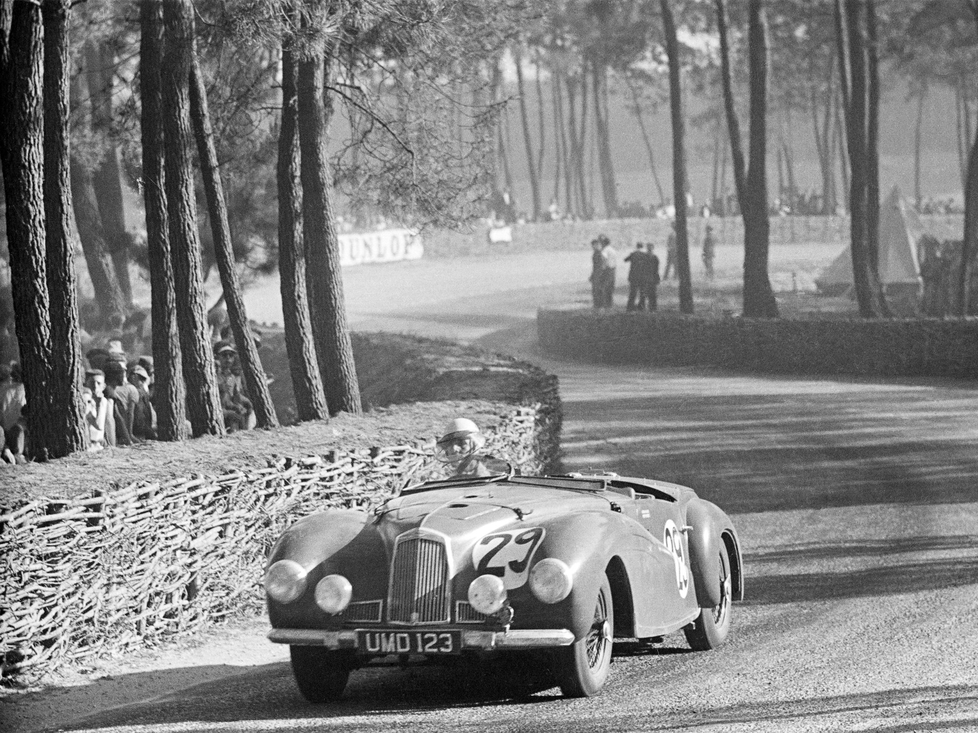 2-Litre Sports AMC/49/3 gracefully navigates the Esses of the Le Mans circuit.