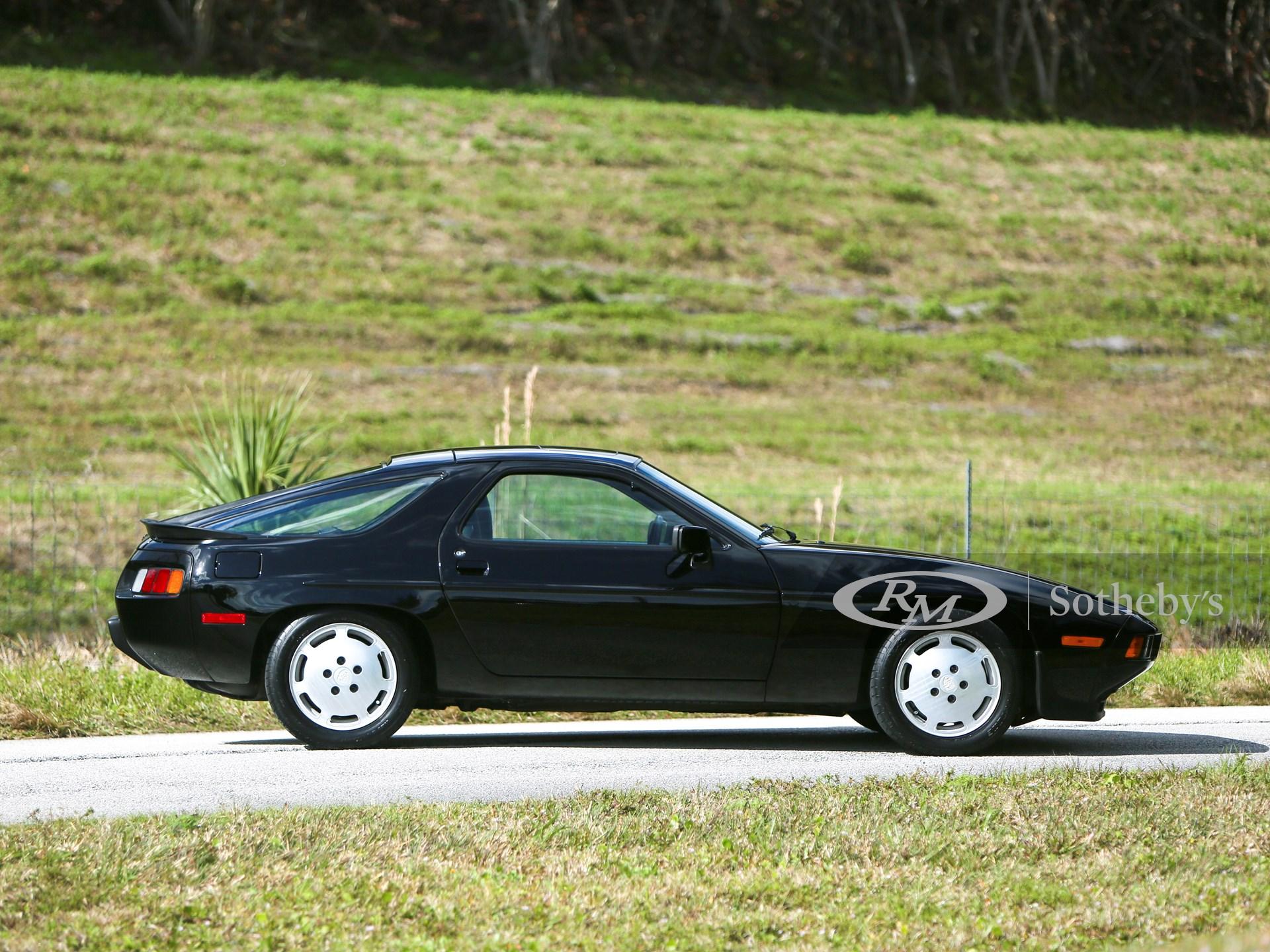 1986 Porsche 928 S  -