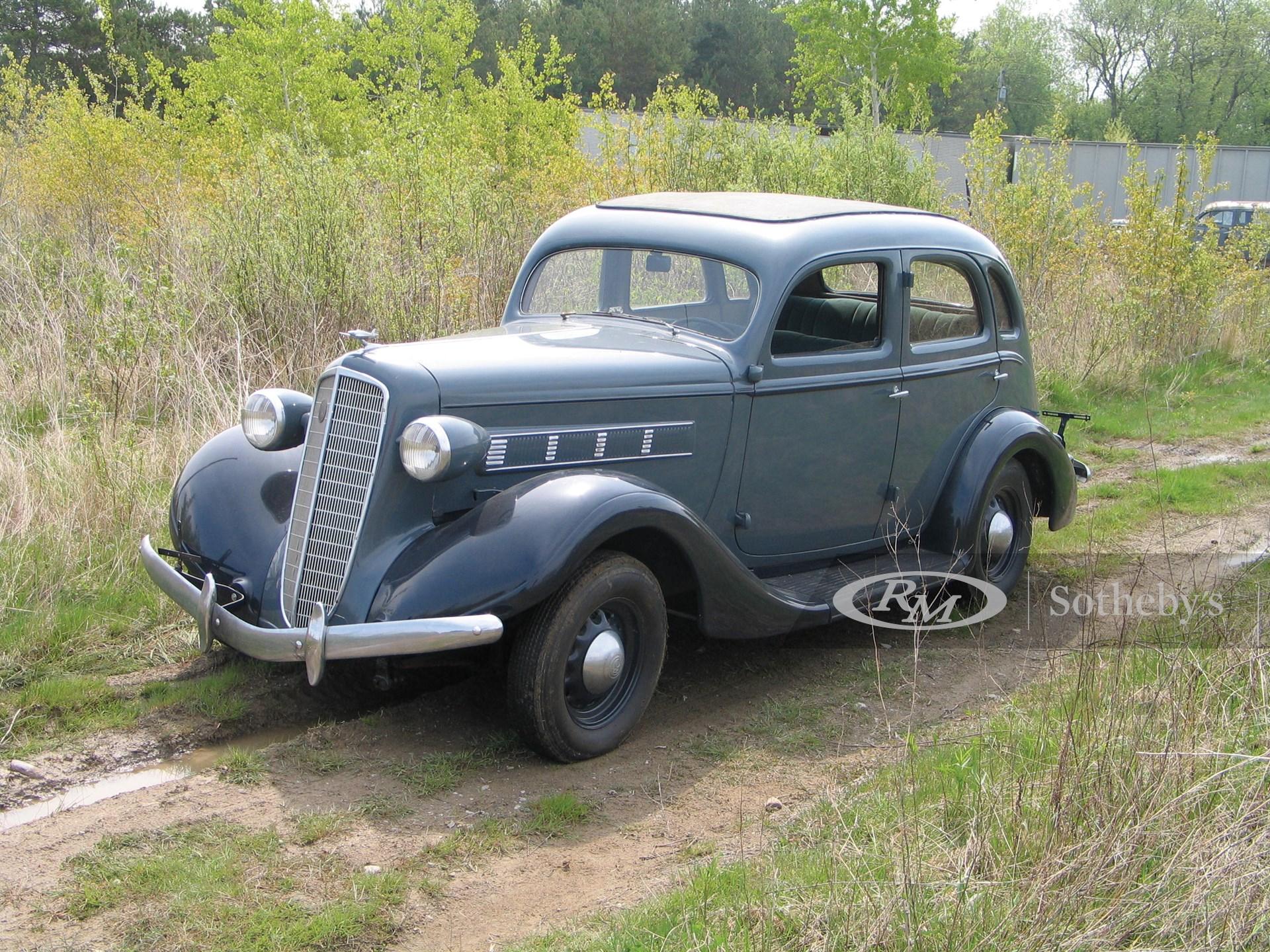1935 REO Flying Cloud Sedan