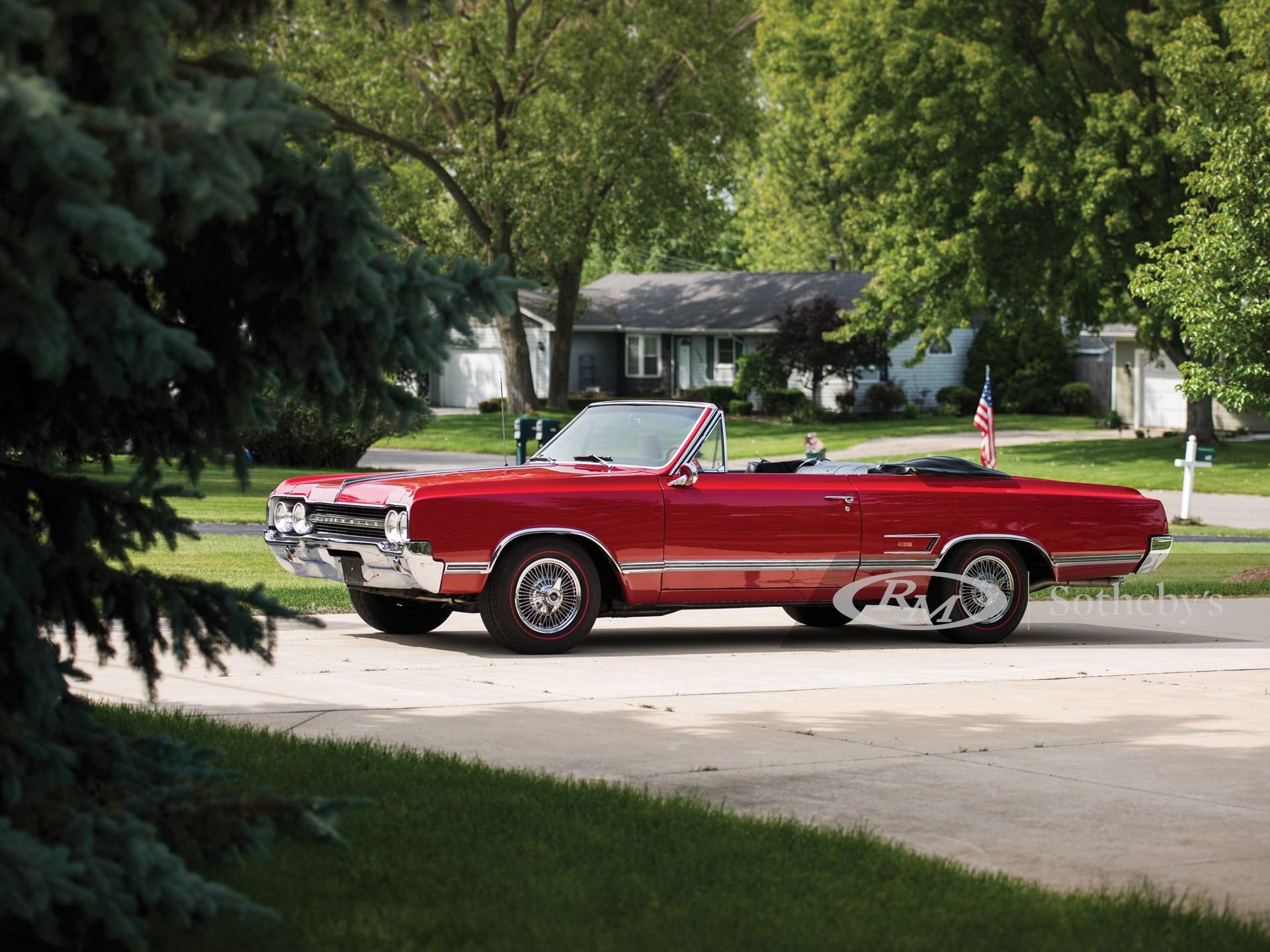 1965 Oldsmobile Cutlass 4-4-2 Convertible