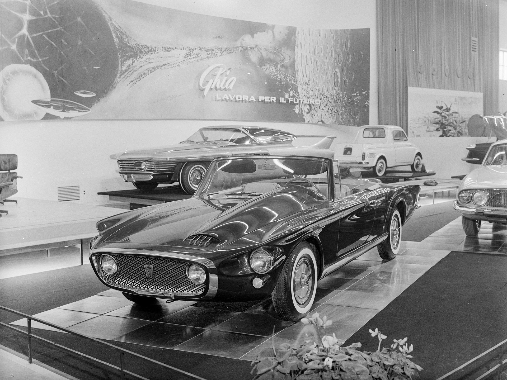 The Asimmetrica on display at the 1961 Turin Motor Show.