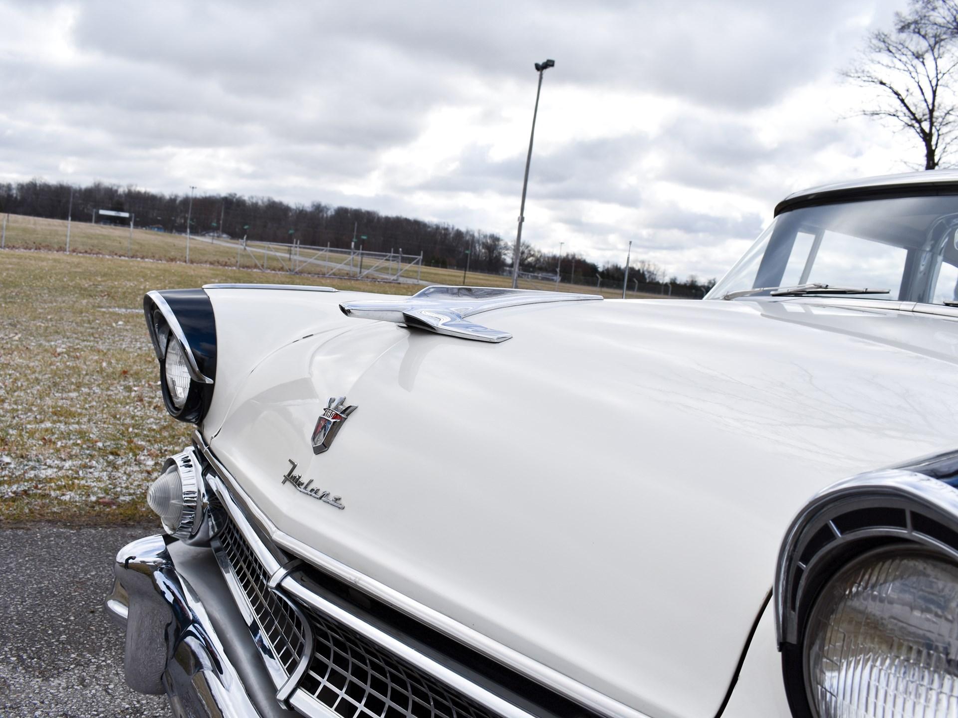1955 Ford Fairlane Crown Victoria