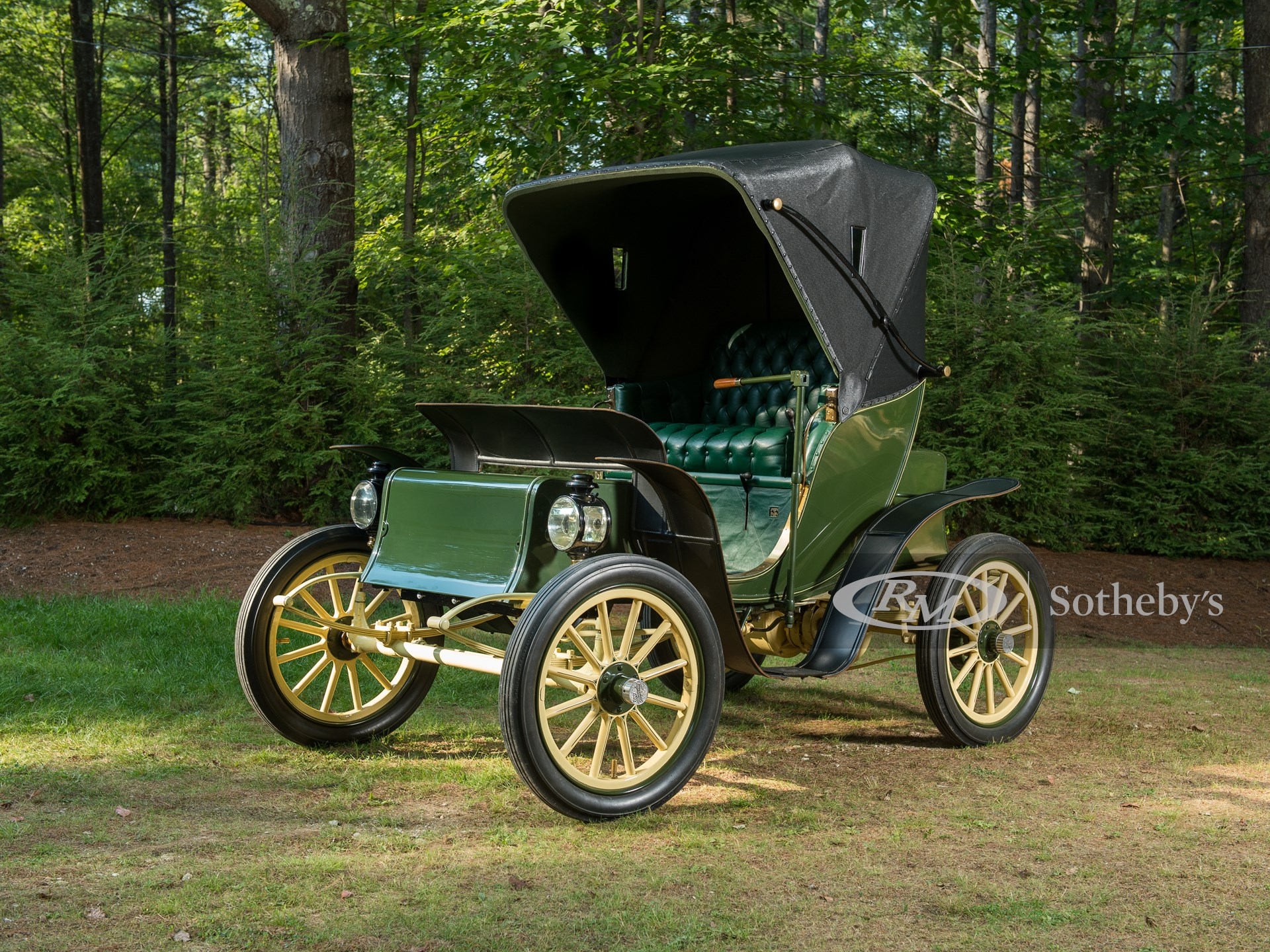 1906 Pope-Waverly Electric Runabout