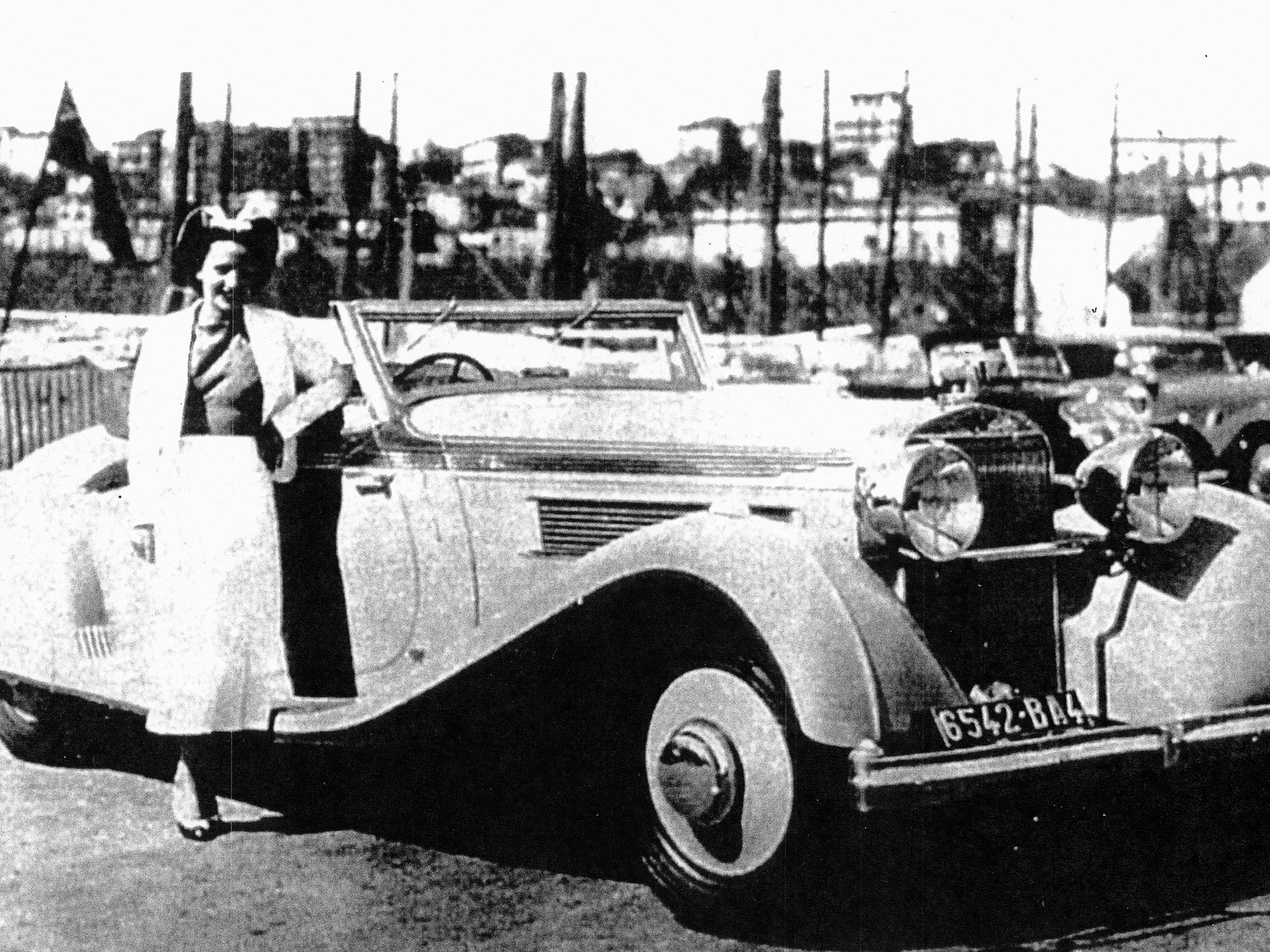 The winner of the 1936 L'Elegance Automobile, posed at Cannes with Madame Lartique.