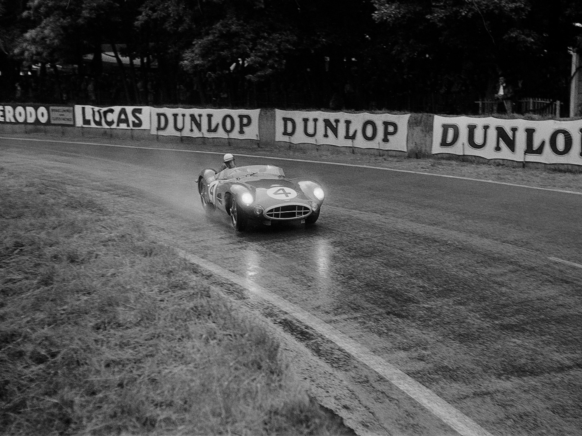 DBR1/1 in the rain at the 1958 24 Hours of Le Mans.