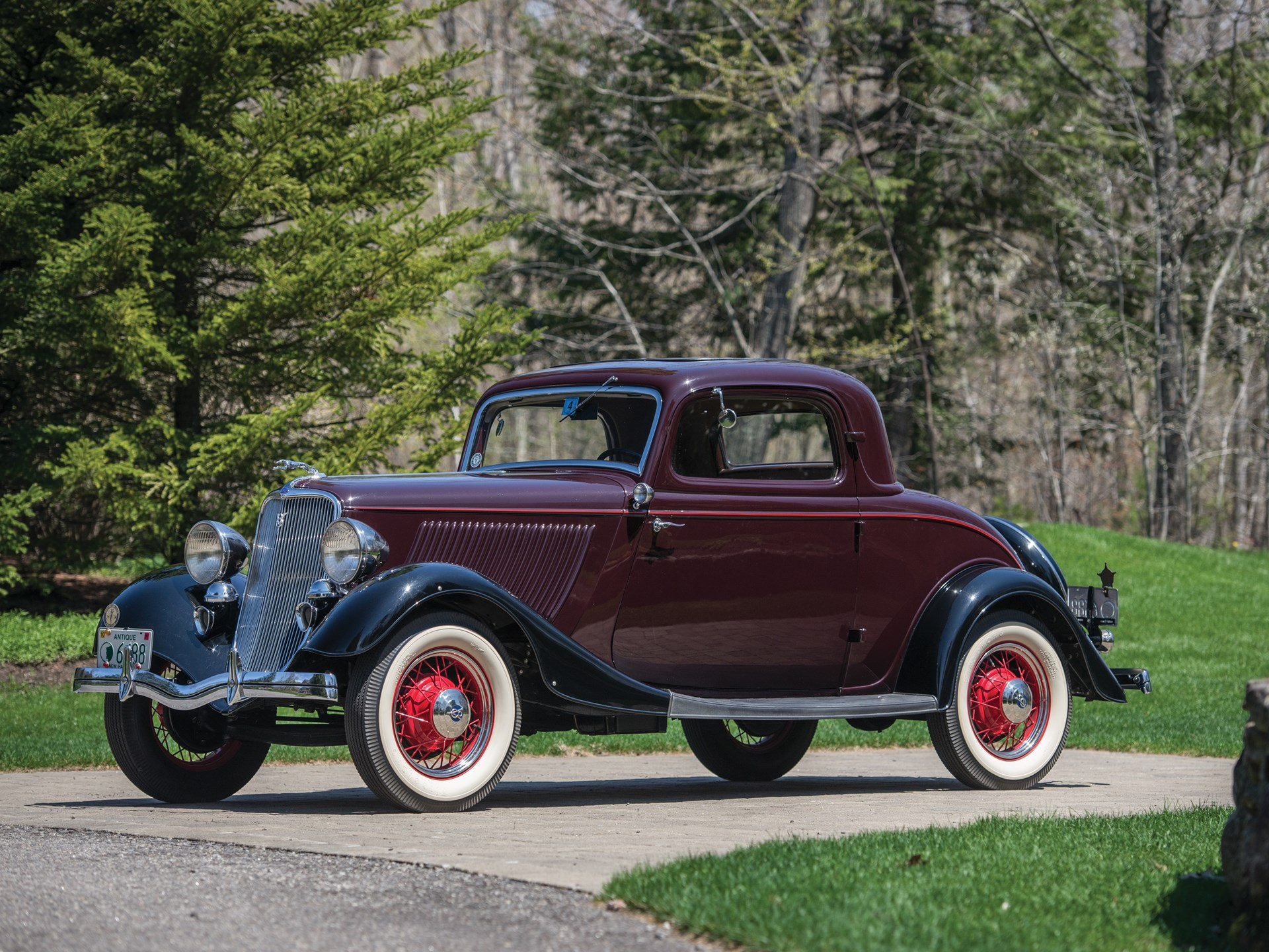 1933 Ford V-8 DeLuxe Three-Window Coupe
