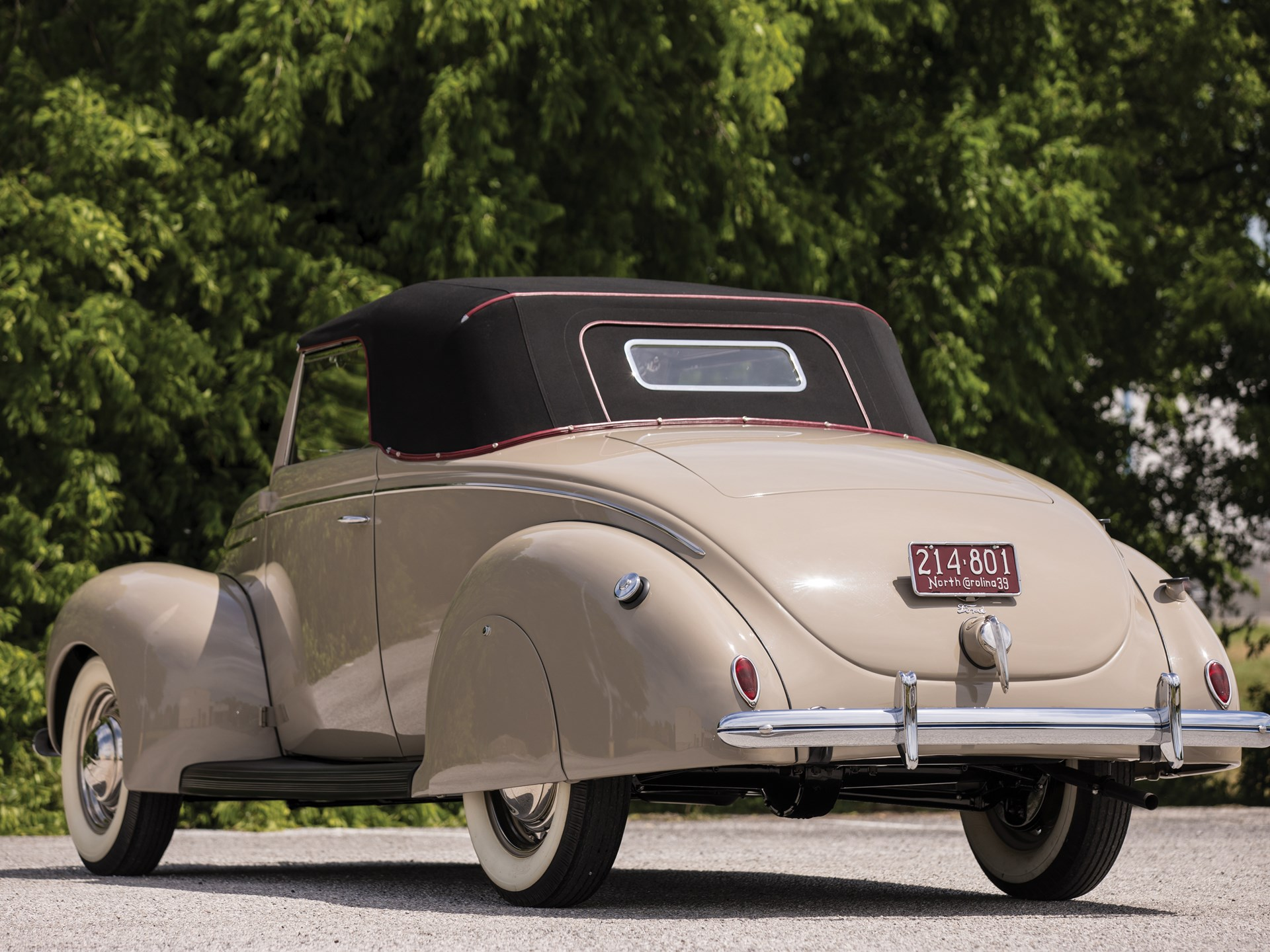 1939 Ford V-8 DeLuxe Convertible Coupe